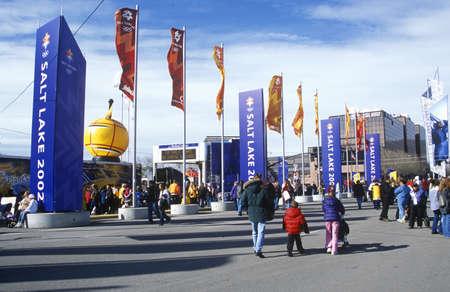 salt lake city: Las multitudes en la Plaza Ol�mpica, cerca de Delta durante los Juegos Ol�mpicos de Invierno de 2002, Salt Lake City, UT