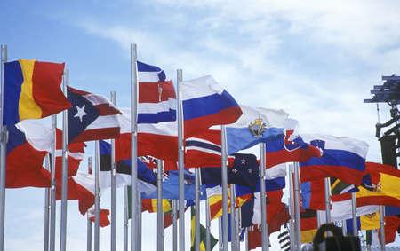 salt lake city: Banderas ol�mpicas voladores durante los Juegos Ol�mpicos de Invierno de 2002, Salt Lake City, UT Editorial