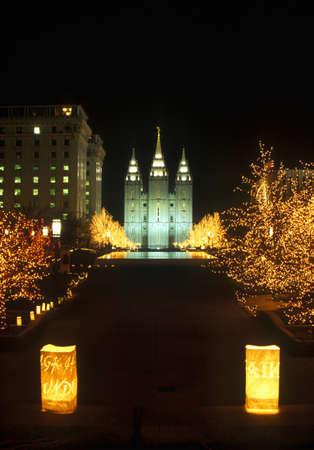salt lake city: Display Noche de esculturas 'la paz mundial' durante los Juegos Ol�mpicos de Invierno de 2002 en la Plaza de Morm�n, Salt Lake City, UT