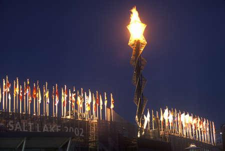 salt lake city: La antorcha ol�mpica por la noche durante los Juegos Ol�mpicos de Invierno de 2002, Salt Lake City, UT