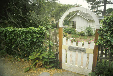 carmel: Puerta de entrada de madera, Carmel, CA Editorial