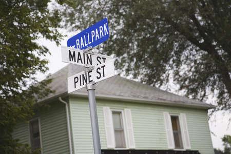 ballpark: Intersecci�n de las calles principales, pino y Ballpark, Rising City, Nebraska