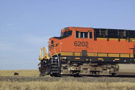 西部のネブラスカ州の赤い電車エ...