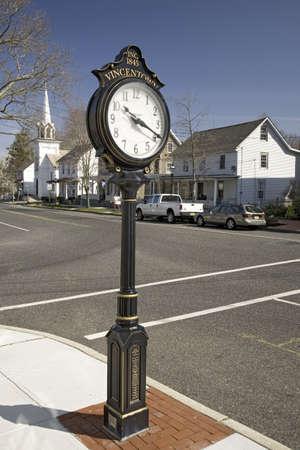 main street: Town antico orologio sulla Main Street di Vincentown, New Jersey