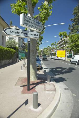 chagall: Sign directing tourists to Marc Chagall Museum, Nice, France