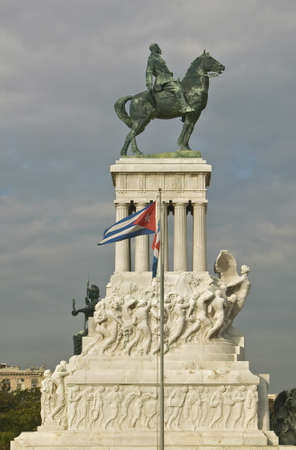 maximo: Monument to Maximo Gomez with Cuban flag blowing in the wind in Old Havana, Cuba Stock Photo