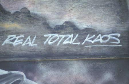 "conflictos sociales: Graffiti ""Real totales Kaos"", South Central Los Angeles, California"