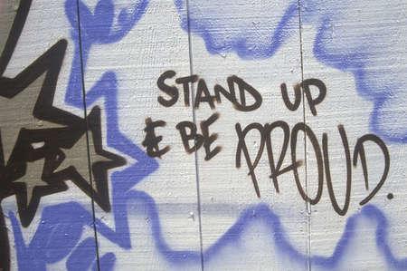 """conflictos sociales: Graffiti """"Ponte de pie y estar orgullosos"""", South Central Los Angeles, California"""