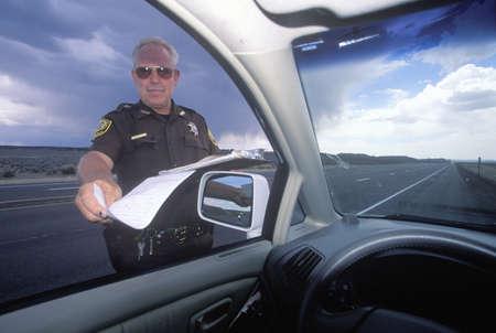 スピード違反の切符、ニュー メキシコ州を与える郡保安官
