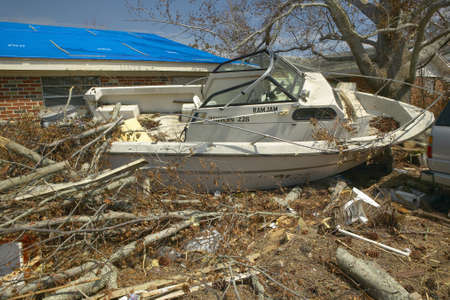 Ram Jam boat and debris in front of house heavily hit by Hurricane Ivan in Pensacola Florida Редакционное