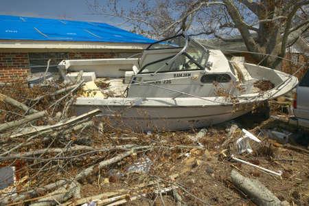 Ram Jam boot en puin voor het huis zwaar getroffen door de orkaan Ivan in Pensacola Florida