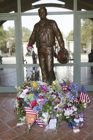 ronald reagan: Statue of Ronald Reagan with flowers and gifts at the Ronald W. Reagan Presidential Library