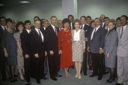 Ronald Reagan 대통령, Reagan 여사, George Deukmejian 캘리포니아 주지사, 아내 및 기타 정치인