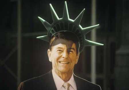 cardboard cutout: Cartone ritaglio del presidente Ronald Reagan Editoriali