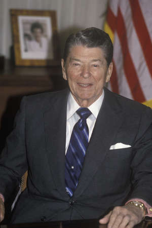 ronald reagan: President Reagan presents an introduction for the Horatio Alger Association