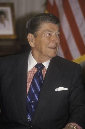 alger: Il presidente Reagan presenta un'introduzione per l'Associazione Horatio Alger