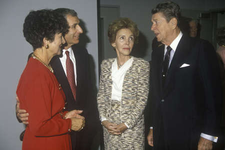 Ronald Reagan 대통령, Reagan 여사, George Deukmejian 캘리포니아 주지사와 아내 에디토리얼