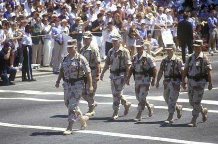 desert storm: General Schwarzkopf camina a la cabeza del desfile de la victoria Desert Storm por las calles de Washington, DC. 1991 Editorial