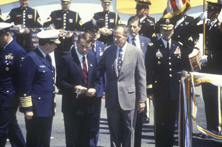 President Bush and military personnel during the Desert Storm Victory Parade in Washington, D.C. 1991 Editoriali