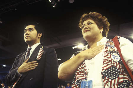 delegates: I delegati recitare il Giuramento di fedelt� alla Convention nazionale repubblicana nel 1996, San Diego, CA