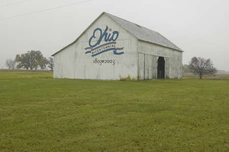 middle america: A rural barn with large Ohio Bicentennial 1803�2003 painted on side Editorial
