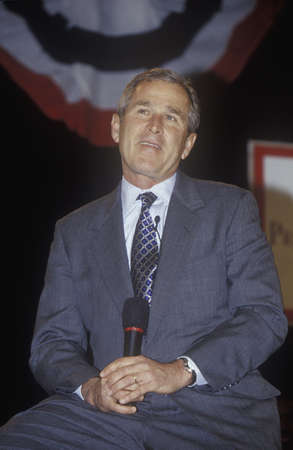 George W. Bush addressing the New Hampshire Presidential Candidates Youth Forum, January 2000 Editoriali