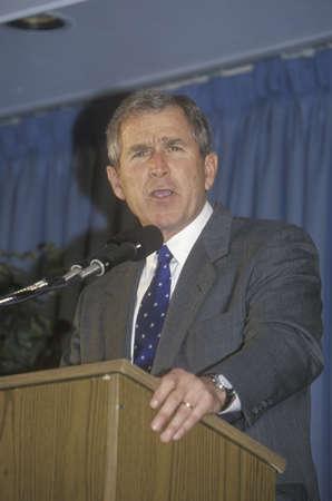 George W. Bush speaking at Rotary Club, Portsmouth, NH in 2000 Editöryel