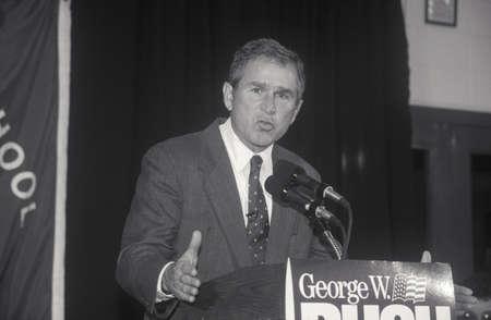 George W. Bush speaking at Londonderry High School, NH, January 2000 Editoriali