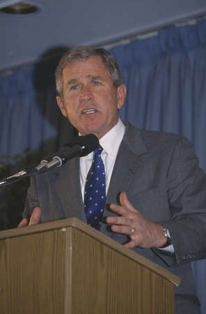 George W. Bush speaking at Rotary Club, Portsmouth, NH in 2000 Publikacyjne