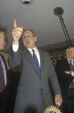 George W. Bush speaking at Rotary Club, Portsmouth, NH in 2000 Editoriali