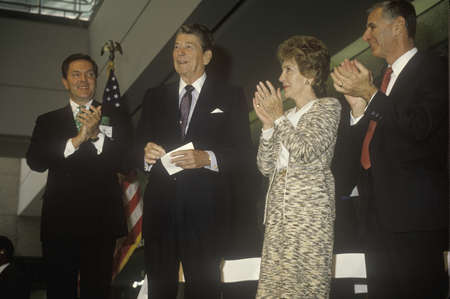 ronald reagan: President Ronald Reagan, Mrs. Reagan and California governor George Deukmejian applaud Ronald Reagan