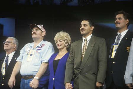 delegates: I delegati sul palco durante la celebrazione presidenziale alla Convention democratica 1992 a Madison Square Garden, Manhattan, New York Editoriali