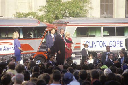 sangre derramada: Gobernador Bill Clinton y el senador Al Gore en el 1992 Buscapade patada campa�a de gira en Cleveland, Ohio Editorial