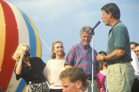 sangre derramada: Gobernador Bill Clinton y el senador Al Gore en el Buscapade gira de campa�a de 1992 en Youngstown, Ohio