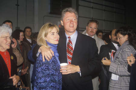 campaigning: Bill and Hillary Clinton at a St. Louis campaign rally in 1992, Bill Clintons final day of campaigning in St. Louis, Missouri