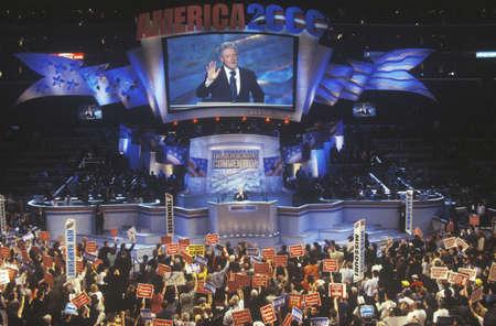 ステープルズ センター、元大統領ビル ・ クリントン、2000 年の告別の辞ロサンゼルス、カリフォルニア州での民主党の大会