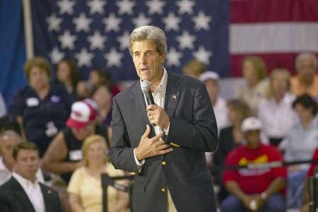 rec: Il senatore John Kerry rivolgendosi pubblico di anziani presso il Valley View Rec Center, Henderson, NV