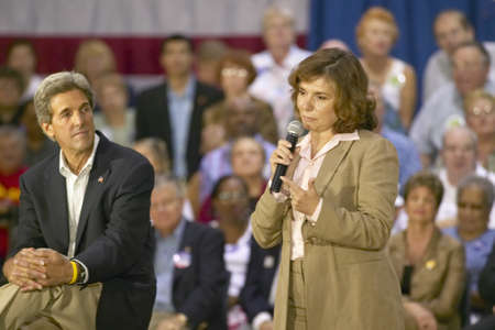 campaigning: Teresa Heinz Kerry, with Senator John Kerry, addressing audience of seniors at the Valley View Rec Center, Henderson, NV
