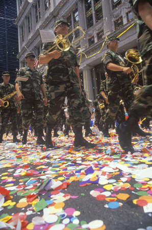 lichtkrant: Militaire Marching Band in Ticker Tape Parade, New York, New York