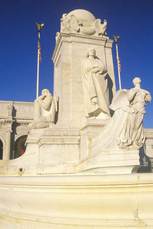 Union Station buitenkant met standbeeld van Christopher Columbus standbeeld, Washington, DC Redactioneel