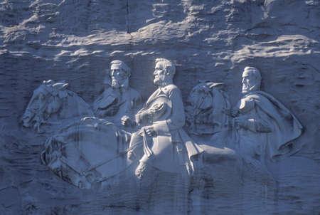 제퍼슨 데이비스 (Jefferson Davis), 로버트 E. 리 (Robert E. Lee)와 스톤 월 잭슨을 묘사 한 화강암 스톤 마운틴 공원, 애틀랜타, 조지아에서 남부 동맹의 남북  에디토리얼