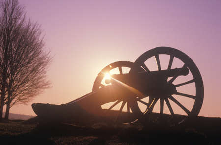 revolutionary war: Cannons at the Revolutionary War National Park at sunrise, Valley Forge, PA