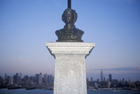 alexander hamilton: Bust of Alexander Hamilton in NJ with New York city skyline in background Editorial