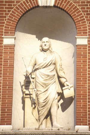 ben franklin: Ben Franklin statue in Philadelphia Pennsylvania