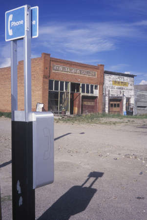 cabina telefonica: Pueblo fantasma con cabina de tel�fono, Monda, MT