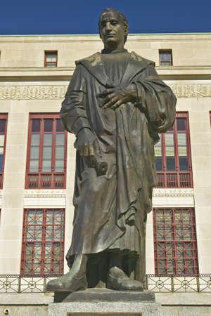 christopher columbus: Statue of Christopher Columbus at City Hall in Columbus, Ohio