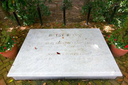 펜실베니아 필라델피아의 East Third Street에있는 Betsy Ross House의 Betsy Ross 묘비