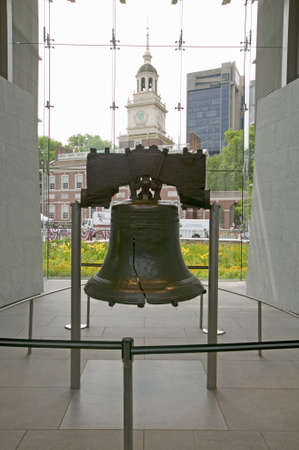 Liberty Bell, at Liberty Bell Center, in front of Independence Hall in historic area of Philadelphia, Pennsylvania Редакционное
