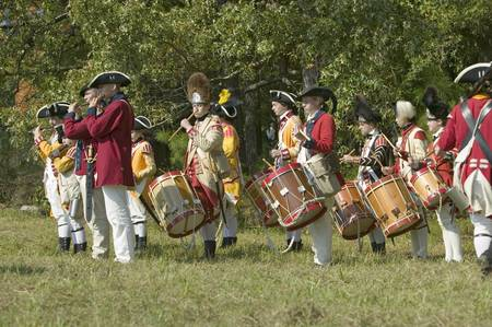 american revolution: Fife and drum musicians perform at the Endview Plantation (circa 1769), near Yorktown Virginia, as part of the 225th anniversary of the Victory of Yorktown, a reenactment of the defeat of the British Army and the end of the American Revolution.