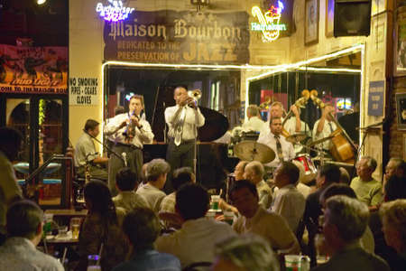 Maison Bourbon Jazz Club with Dixieland band and trumpet player performing at night in French Quarter in New Orleans, Louisiana Publikacyjne